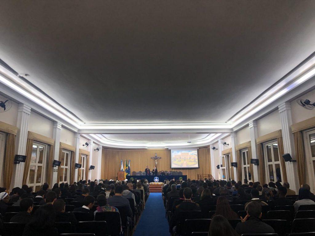 Imagem da palestra em Petrópolis, feita na Universidade Católica de Petrópolis